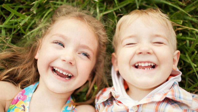 implante o puente de agenesia dental